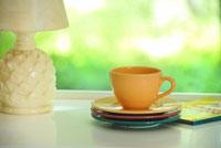 窓辺のコーヒーカップ