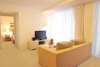 リビングルームとベッドルーム 22361004375| 写真素材・ストックフォト・画像・イラスト素材|アマナイメージズ