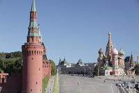 ベクレミシェフスカヤ塔と赤の広場 右は聖ワシリー大聖堂