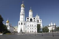 鐘の皇帝とイワン大帝の鐘楼 左はアルハンゲルスキー聖堂 左後方はウスペンスキー大聖堂