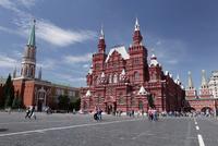 赤の広場に建つ国立歴史博物館 左はニコリスカ塔