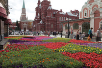 花畑と国立歴史博物館 左奥はニコリスカヤ塔