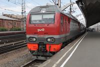 サンクトペテルブルク駅に到着したモスクワ発赤い矢号