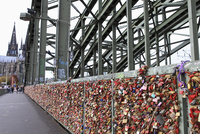 ホーエンツォレルン橋に取付けられた愛を誓う鍵
