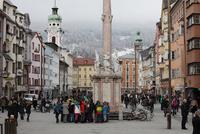 聖アンナ記念柱と街並み