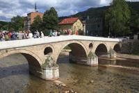 ミリャツカ川に架かるラテン橋