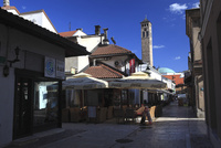 バシチャルシアに建つ時計塔と街並み