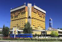 ホリデイイン・サラエボホテルとアヴァズツイストタワーとスナイパー通り