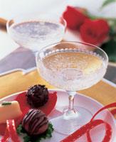 ワインとチョコレート 22451021752  写真素材・ストックフォト・画像・イラスト素材 アマナイメージズ