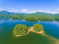 ドローンによる聖湖と中国山地の山並み 22451035284| 写真素材・ストックフォト・画像・イラスト素材|アマナイメージズ