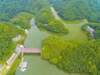 ドローンによる帝釈峡の神竜湖 22451035288| 写真素材・ストックフォト・画像・イラスト素材|アマナイメージズ
