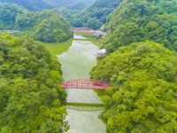 ドローンによる帝釈峡の神竜湖 22451035353| 写真素材・ストックフォト・画像・イラスト素材|アマナイメージズ