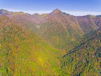 ドローンによる霊峰石鎚山と紅葉 22451035470| 写真素材・ストックフォト・画像・イラスト素材|アマナイメージズ