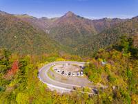 ドローンによる霊峰石鎚山と紅葉 22451035474| 写真素材・ストックフォト・画像・イラスト素材|アマナイメージズ