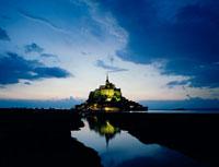 モンサンミッシェルの夜景 22454000643| 写真素材・ストックフォト・画像・イラスト素材|アマナイメージズ