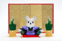 金屏風と手を開いた鼠 クラフト