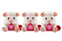 ハートの編物をする3匹の羊
