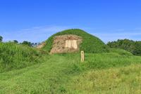 新原,奴山古墳群 22502007702| 写真素材・ストックフォト・画像・イラスト素材|アマナイメージズ