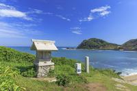 大島の沖津宮遙拝所 22502007703| 写真素材・ストックフォト・画像・イラスト素材|アマナイメージズ