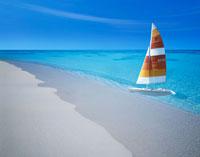 浜辺と海とヨット