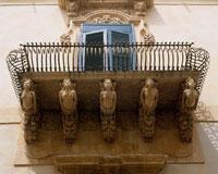 グロテスク様式のバルコニー