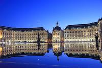 フランス 月の港ボルドー 世界文化遺産 水の鏡 22585002191| 写真素材・ストックフォト・画像・イラスト素材|アマナイメージズ