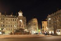 フランス リヨン歴史地区 ジャコバン広場 22585002233| 写真素材・ストックフォト・画像・イラスト素材|アマナイメージズ