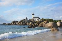 フランス ブルターニュ地方 ポントゥヴァルの灯台 22585002288| 写真素材・ストックフォト・画像・イラスト素材|アマナイメージズ
