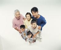 三世代家族 22600000321| 写真素材・ストックフォト・画像・イラスト素材|アマナイメージズ