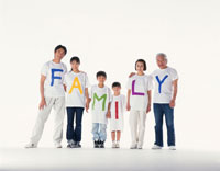FAMILYのTシャツの三世代家族
