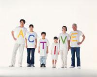 ACTIVEのTシャツの三世代家族