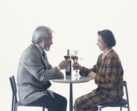 ワインを飲む老夫婦 22600000421| 写真素材・ストックフォト・画像・イラスト素材|アマナイメージズ