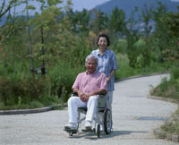 車椅子の老夫婦 22600000638  写真素材・ストックフォト・画像・イラスト素材 アマナイメージズ