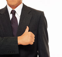 親指を立てるビジネスマン 22600001200| 写真素材・ストックフォト・画像・イラスト素材|アマナイメージズ