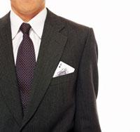 ポケットにトランプを挿すビジネスマン 22600001208| 写真素材・ストックフォト・画像・イラスト素材|アマナイメージズ