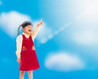 指差しする女の子 22600001543| 写真素材・ストックフォト・画像・イラスト素材|アマナイメージズ