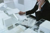 電話で話すビジネスマン 22600002746  写真素材・ストックフォト・画像・イラスト素材 アマナイメージズ