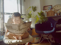 新聞を読む裸の赤ちゃん 22600003038| 写真素材・ストックフォト・画像・イラスト素材|アマナイメージズ