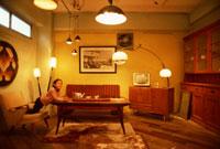 室内の子供 22600003111| 写真素材・ストックフォト・画像・イラスト素材|アマナイメージズ