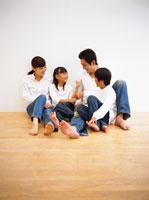 家族 22600003909| 写真素材・ストックフォト・画像・イラスト素材|アマナイメージズ