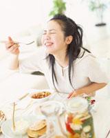 食事 22600003968| 写真素材・ストックフォト・画像・イラスト素材|アマナイメージズ