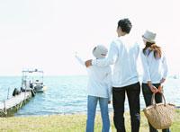 家族 琵琶湖 22600004304| 写真素材・ストックフォト・画像・イラスト素材|アマナイメージズ