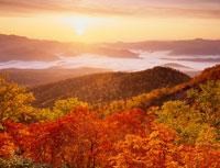 銀泉台の紅葉と日の出