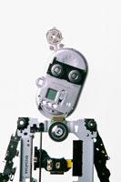 様々な部品で作るロボット