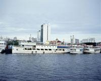 マナウス港と停留中の船舶