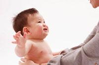 笑顔の赤ちゃんと母 22748000225| 写真素材・ストックフォト・画像・イラスト素材|アマナイメージズ