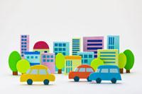 ビル街と車