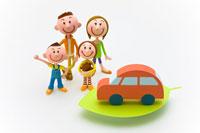 葉の上の車と家族