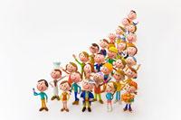 三角形に並ぶ人々 22748000479| 写真素材・ストックフォト・画像・イラスト素材|アマナイメージズ