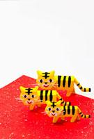 トラの家族 22748000563| 写真素材・ストックフォト・画像・イラスト素材|アマナイメージズ